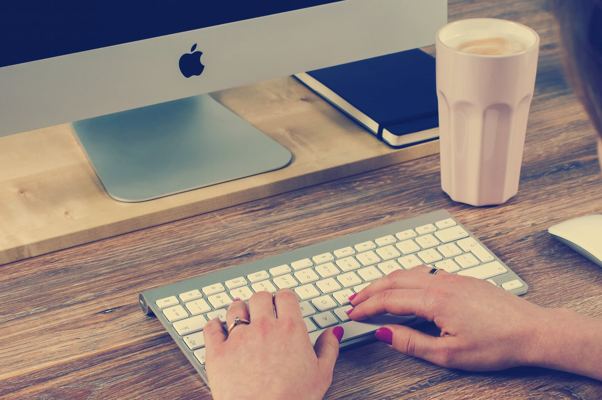 5 Secrets to Keeping Your Day Job as You Launch Your Business