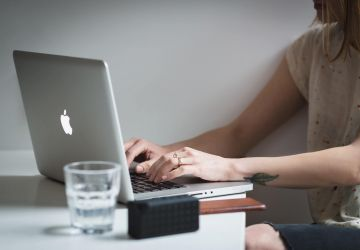 The 3 Pros and Cons of Hiring an Intern
